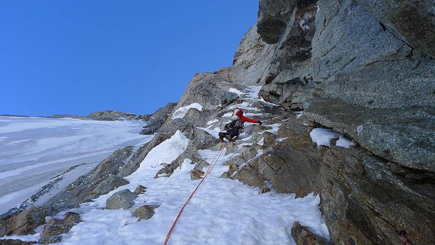 Начало второй ступени маршрута было покрыто тонким льдом