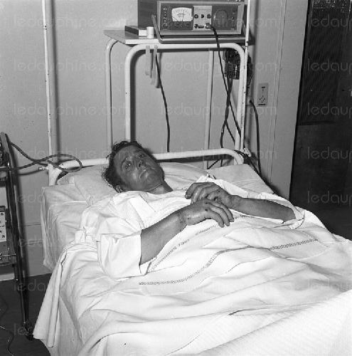 Роне Демезон  (Rene Desmaison)  в больнице после прохождения маршрута на Гран Жорасс