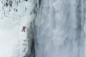 Уилл Гадд (Will Gadd) на Ниагарском водопаде