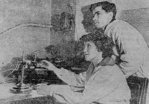 1955 г. Попова и А. Султанов – дипломанты химфака за экспериментом