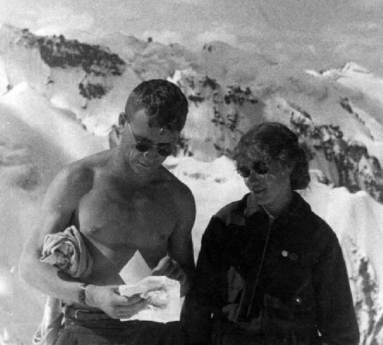 Попова и Меняйлов П. на вершине ТЭУ (альплагерь «Металлург»)