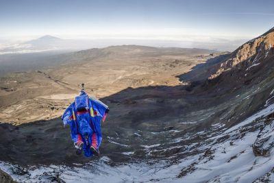 Валерий Розов впервые в мире совершил бэйс-прыжок с Килиманджаро! + ВИДЕО