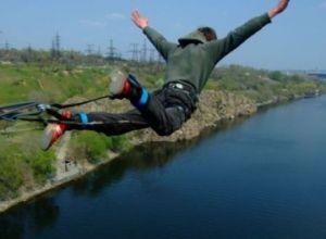 В Луцке при прыжке с веревкой погиб 20-и летний экстремал, его напарница в реанимации (ФОТО, ВИДЕО)
