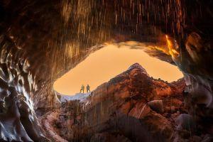 Пещеры в недрах ледника