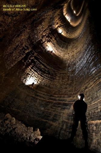 РОББИ ШОН. Внутри пещеры Мяо Кенг