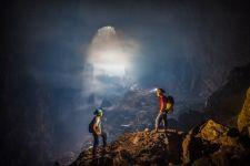 Путешествие по самой большой пещере в мире Ханг Сон Дунг (ВИДЕО)