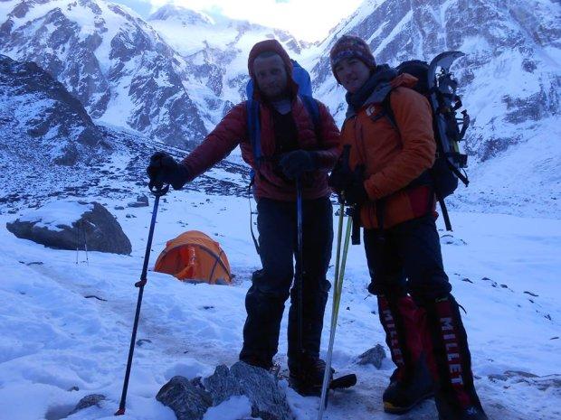 поляк Томаш Мацкевич (Tomasz Mackiewicz) и француженка Элизабет Ривол (Elisabeth Revol) на выходе из базового лагеря Нангапарбат январь 2015