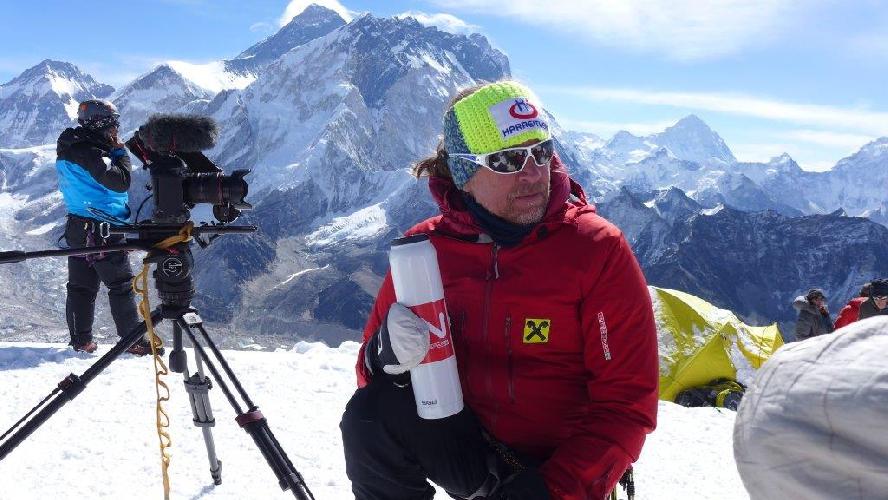 2014 год. Анди на вершине Лобуче. Это акклиматизация перед второй попыткой восхождения на Эверест. Увы, попытки не было. В этом году Хольцер и Раффайзен намерены вернуться к теме высочайшей вершины мира для слепого от рождения