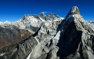 Непал официально меняет название Эвереста.