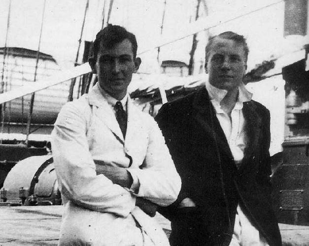 "Джордж Мэллори (George Mallory)  и Эндрю «Сэнди» Ирвин (Andrew ""Sandy"" Irvine ) по дороге в Гималаи. 1924 год..."