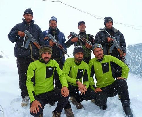 Нангапарбат - альпинисты (Иранская команда) и вооруженная охрана (Пакистанская армия) в базовом лагере. февраль 2015