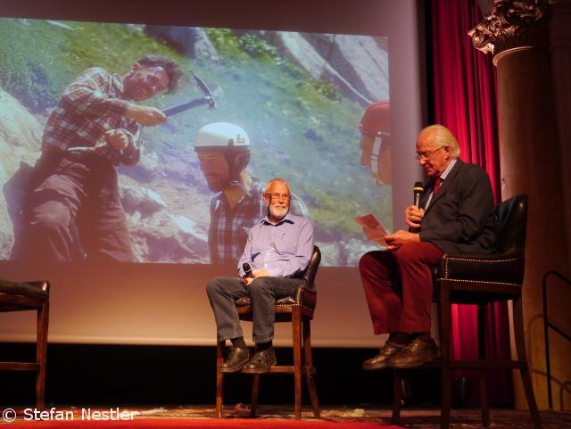 """Легенды альпинизма: Сэр Крис Боннингтон (Sir Christian John Storey Bonington)  и Даг Скотт (Doug Scott). Тогда и сейчас.... На церемонии премии """"Золотой Ледоруб"""" (Piolets d"""