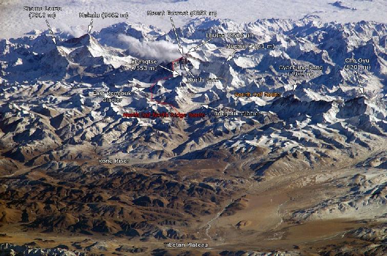 Ледник Ронгбук и гора Эверест (снимок с Международной космической станции)