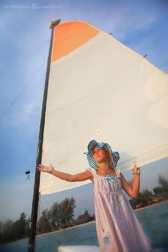 Амелия — Ассоль. Фото сделано во время нашего самостоятельного первого плавания под парусом. Камбоджа (Амелии 6 лет)