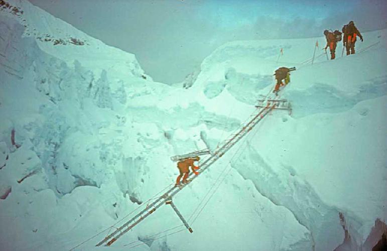 Экспедиция Кристиана Джона Бонингтона (Sir Christian John Storey Bonington) на Эверест в 1975 году