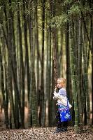 Амелия в бамбуковых зарослях. Су-Джоу, Китай (Амелии 5 лет)