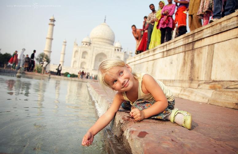 Чудо мировой архитектуры — легендарный Тадж Махал, Индия (Амелии 3,5 года)