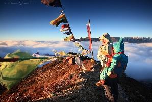 Над облаками. Фото снято во время горного трека к Канченджанге, вершина Дзонгри (4030 метров), Индия (Амелии 3,5 года)