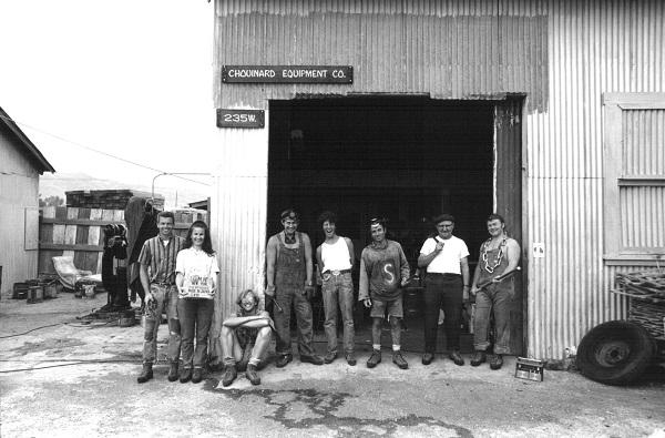 Коллектив Chouinard Equipment Ltd. в 1969 году. Том Фрост - первый слева, Ивон Шуинард - третий справа