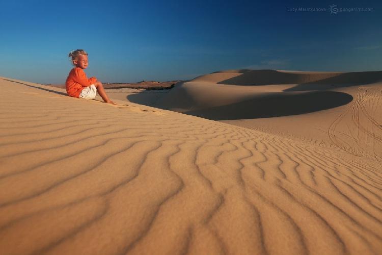 Песчаные дюны в окрестностях Муйне, Вьетнам (Амелии 6 лет)