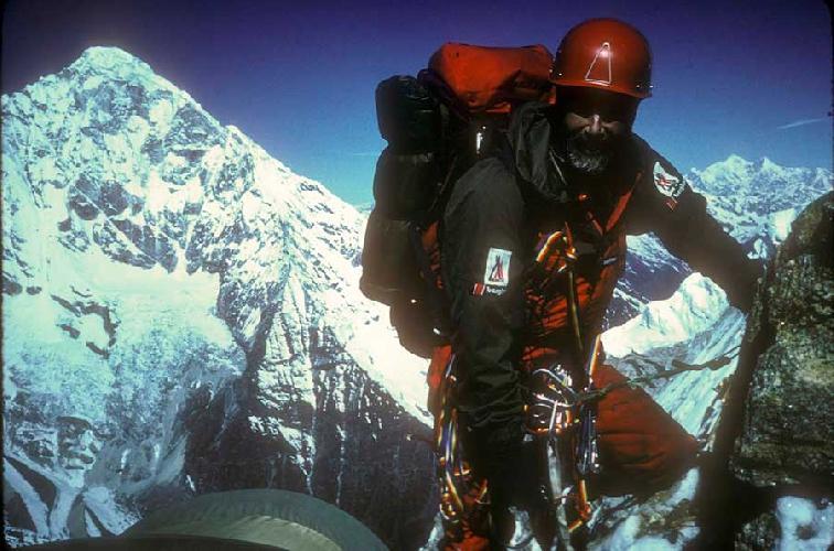 Кристиан Джон Бонингтон (Sir Christian John Storey Bonington) на горе Menlungtse в 1987