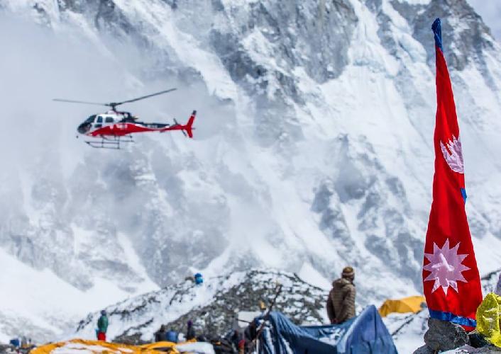 Эверест. Эвакуация альпинистов из первого высотного лагеря. 28 апреля 2015 года