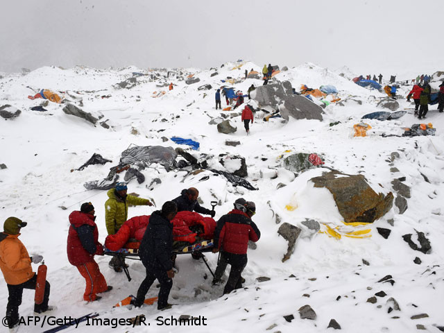 Спасоперация в Базовом лагере Эверста