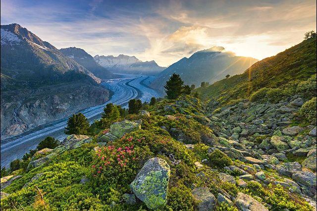 Глетчер Алеч (Aletschgletscher) в кантоне Вале является самым большим глетчерным образованием Альп. Толщина его ледового слоя может достигать 900 метров. Длина составляет 20 км.  Фотографии: Андреас Герт / Andreas Gerth