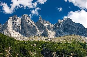 Кантон Граубюнден знаменит своими суровыми на вид горными ландшафтами. Гранитные гиганты горного региона Сциора (Sciora) недалеко от долины Val Bondasca возникли в результате взаимодействия раскаленной вулканической магмы с холодной горной породой. Фотографии: Андреас Герт / Andreas Gerth
