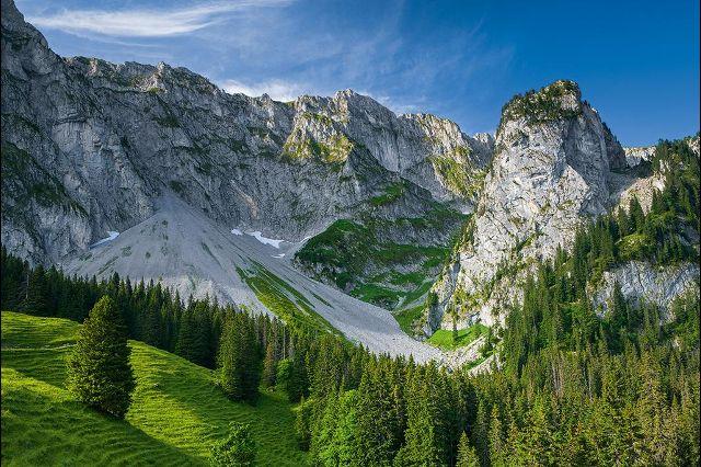 Гора Гуммфлю (Gummfluh) на границе кантонов Берн и Во состоит преимущественно из известняка. Регион вокруг горы является излюбленным местом для охотников. Фотографии: Андреас Герт / Andreas Gerth