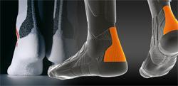 Защита ахиллова сухожилия делается из амортизирующих износостойких материалов, уменьшает трение и давление от верхней части ботинка.