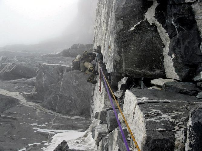 Еще один скальный участок подъема (фото из архива экспедиции Урубко – Дедешко)