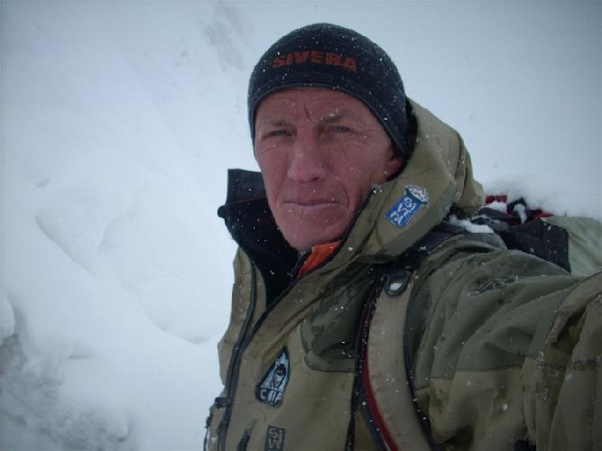 Денис Урубко во время восхождения