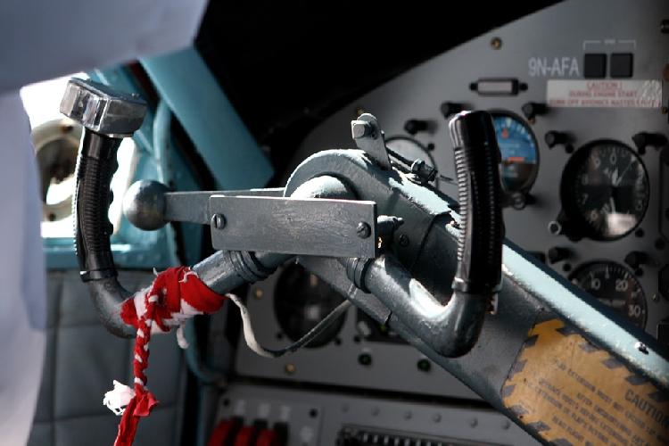 Один из штурвалов в кабине пилота