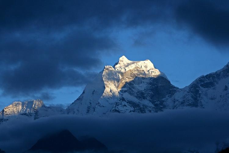 Кангтега (Kangtega – «Снежное седло») (6783 метра)