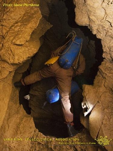Фото МАРИЯ ПЛОТНИКОВА. Крубера-Воронья. Основная ветка. Галерея ниже лагеря Пти Дрю. Глубина -720 метров