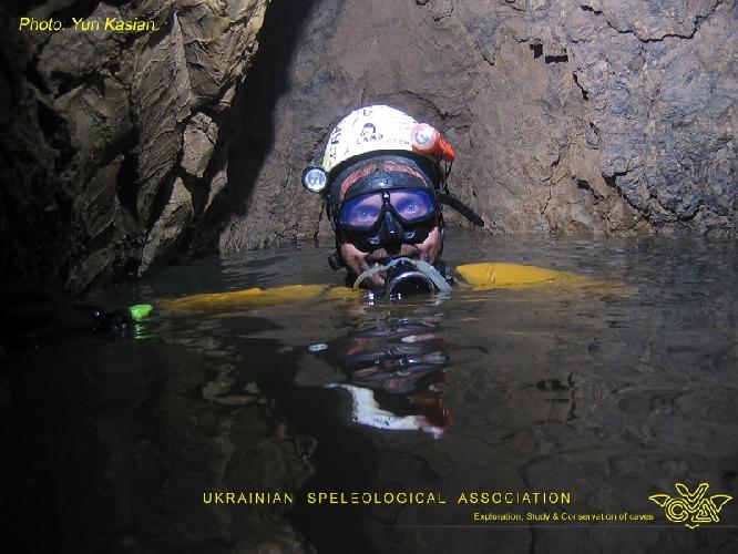 Фото ЮРИЙ КАСЬЯН. Крубера-Воронья. Основная ветка. Сифон Голубое озеро. Глубина -1785 метров
