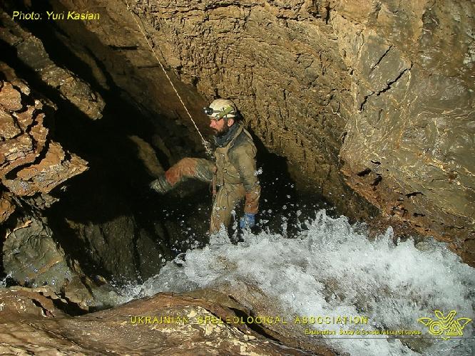 Фото ЮРИЙ КАСЬЯН. Крубера-Воронья. Ветка Некуйбышевская. Глубина -1660 метров. Вода из притока