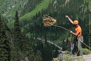 Как сбрасывать верёвку для спуска