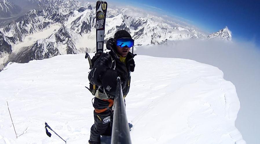 Андржей Баргель (Andrzej Bargiel) на вершине восьмитысячника Броуд Пик. 25 июля 2015 года