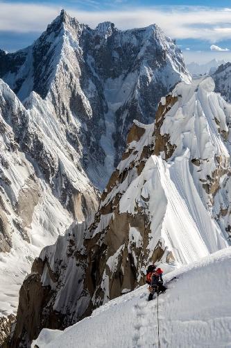 Энди Хаусман в восхождении на Западную вершину пика Линк Сар (Link Sar). маршрут Fever Pitch