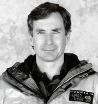 Дэвиду Бришерсу  Басс обязан своим успехом  на Эвересте