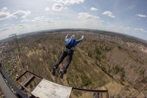 В Киеве установят опасный рекорд в бейсджампинге