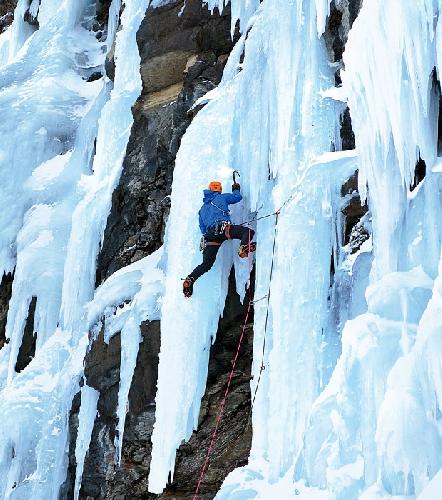Кентон Кул (Kenton Cool) на ледопаде в Норвегии