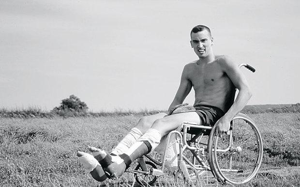 Кентон Кул (Kenton Cool) в инвалидной коляске после операции