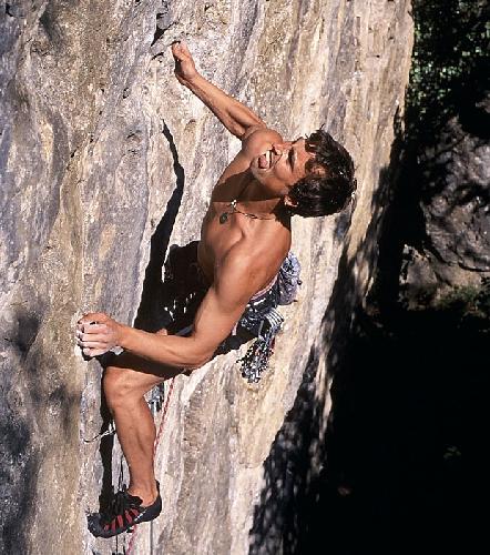 Кентон Кул (Kenton Cool) на скалах в Великобритании
