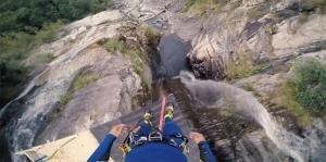 В Швейцарии установлен новый мировой рекорд по прыжкам в воду со скалы: 58,8 метра!
