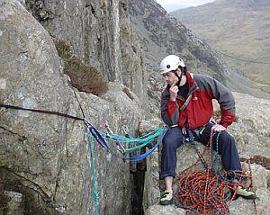 Безопасность в альпинизме: сравнение прочности станционных петель в трех конфигурациях страховочных станций.