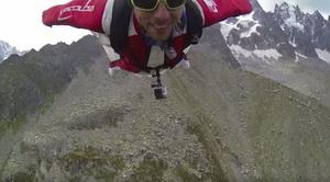 Французский экстремал установил рекорд, впервые прыгнув в вингсьюте с столпа Френей на Монблане