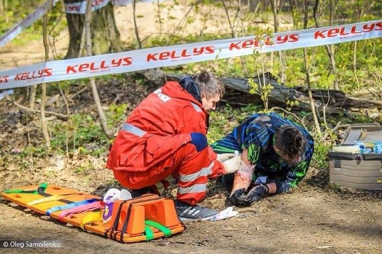 Травмированный Богдан Фаштрига из города Яремче на горке по даунхиллу в Киеве